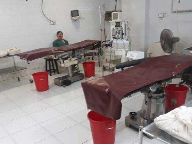 انٹرنیشنل اسٹینڈرڈز کے مطابق 1000 افراد کیلیے 2 ڈاکٹر، ایک ڈینٹسٹ اور 8 نرسزکا ہونا ضروری ہے۔ فوٹو: فائل