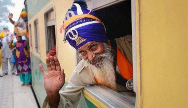 بابا گرونانک کے جنم دن کی تقریبات کیلئے 500 سکھ یاتریوں کی پاکستان آمد