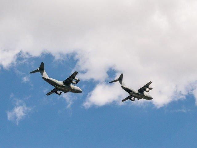 ایک نجی طیارے میں 3 جب کہ دوسرے میں 9 افراد ہلاک ہوئے۔ فوٹو : فائل