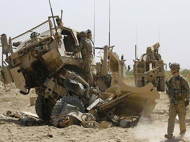 دھماکے میں نیٹو کی فوجی گاڑی مکمل طور پر تباہ ہوگئی، فوٹو : فائل
