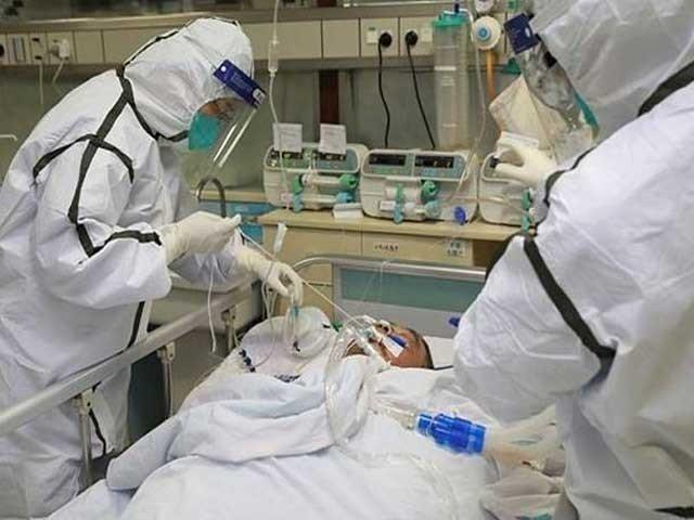 اب تک دو درجن سے زائد ممالک میں کورونا وائرس کے متاثرہ مریض سامنے آچکے فوٹو:فائل