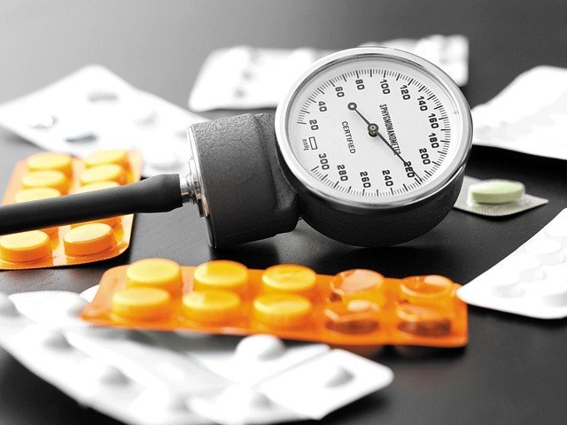 امراضِ قلب اور ہائی بلڈ پریشر کے مریض یہ دوائیں بلا خوف و خطر استعمال کرسکتے ہیں۔ (فوٹو: انٹرنیٹ)